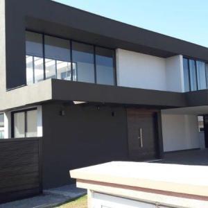 Esquadria de alumínio preta